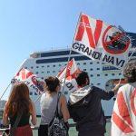 Miles de personas protestan en Venecia contra los grandes cruceros