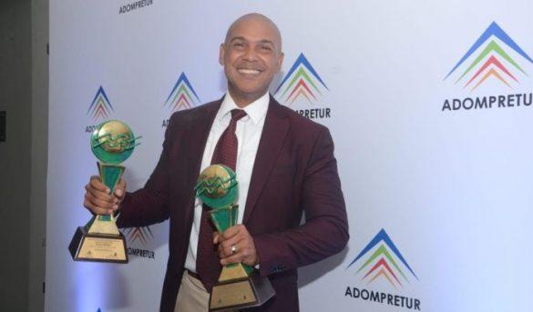 Salvador Batista gana el gran premio de la prensa turística; Diario libre recibe distinción por su aporte al turismo