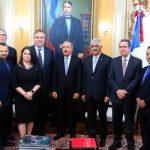Alto ejecutivo de Jet Blue manifiesta apoyo al país en visita al presidente Medina