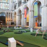 Originalidad de un sacerdote convierte iglesia en una atracción turística