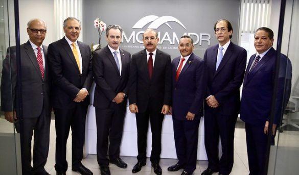 Presidente Medina ofrece su apoyo total para dinamizar industria turística