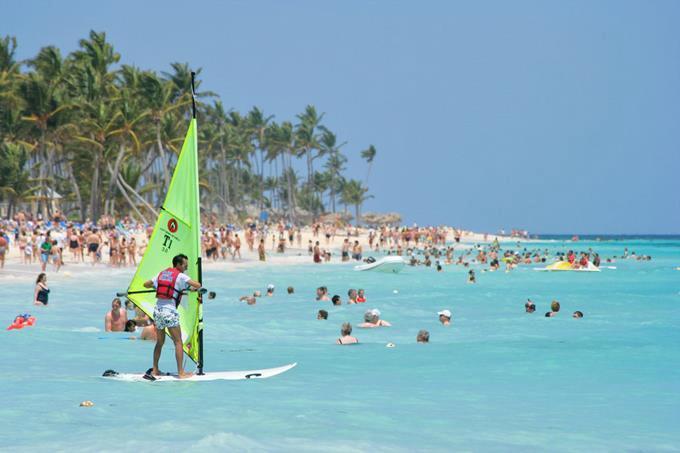 Gobierno plantea recortar casi 700 millones de pesos a la promoción turística de RD