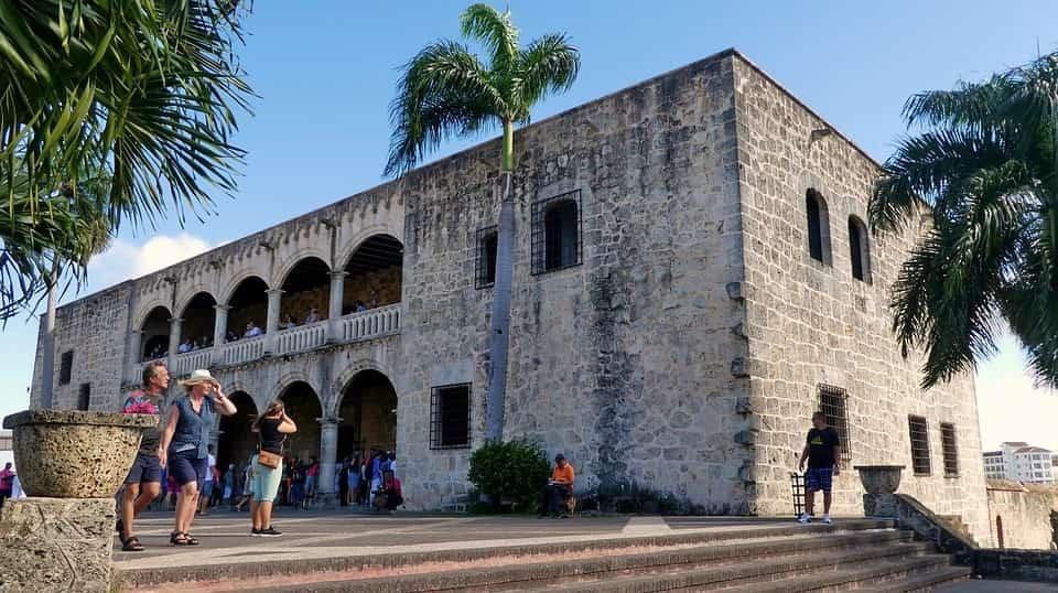 Ministro de Turismo informa remozamiento Ciudad Colonial dinamiza comercio y empleos