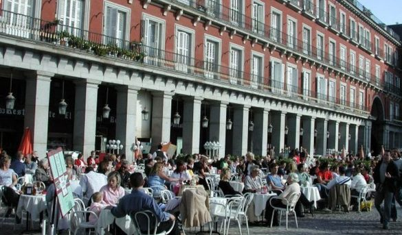 La desaceleración económica hace mella en el turismo: caen los mercados europeos