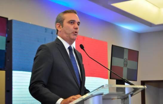 Luis Abinader se compromete a apoyar mercadeo y promoción del turismo en RD