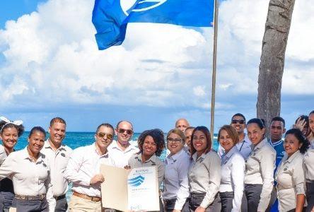 Playa recibe distintivo Bandera Azul