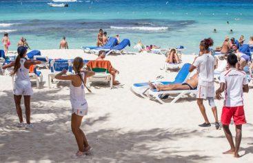 Consumo turistas es en alojamiento, comida y bebida
