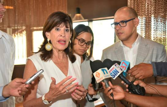 Embajadora de EEUU valora seguridad del país para proteger el turismo