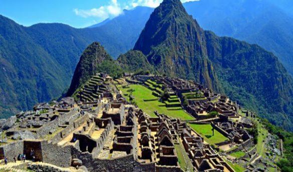 Perú deporta a seis turistas por defecar y causar daños en Machu Picchu