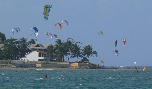 Cabarete, destino de creciente popularidad para la práctica de kitesurfing