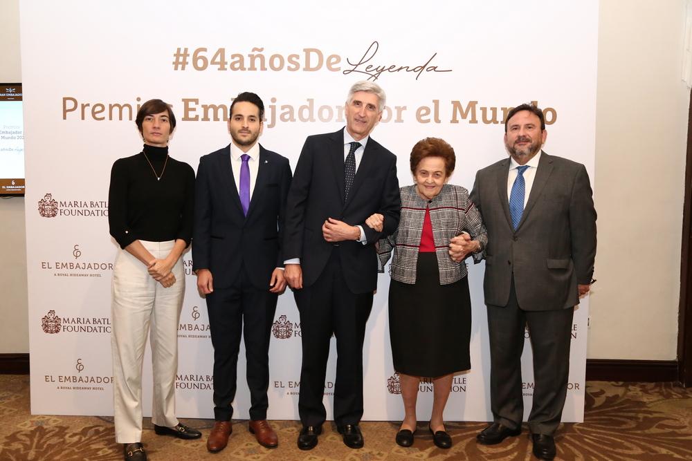 El Embajador celebra 64 aniversario con homenaje a proyectos de inclusión social