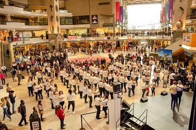 MITUR, monta y organiza multitudinario evento de baile de bachata en Montreal, Canada