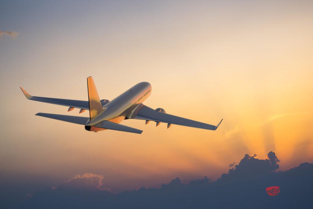 Por viajar, nadie duda en subir a un avión