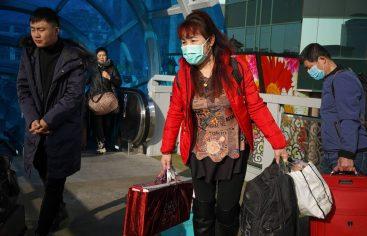 El miedo al nuevo virus respiratorio en China hunde las aerolíneas y dispara las firmas de antibióticos