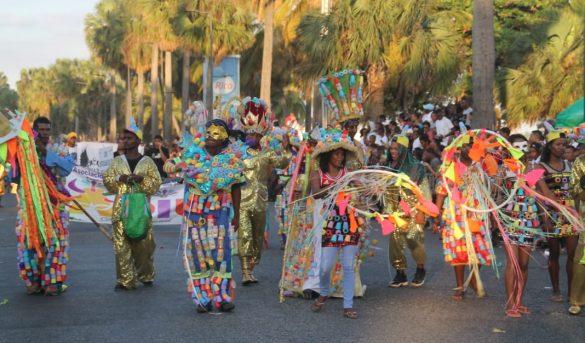 Hoy domingo, el Malecón se viste viste de carnaval, Gran Desfile Sto.Dgo. 2020