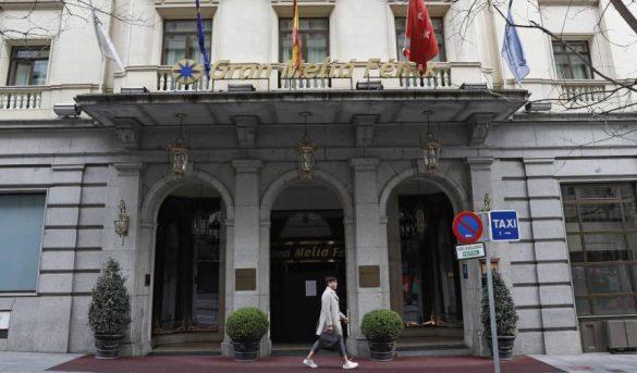 España cerrará hoteles y ayudará a residencias tras aumento de muertes por coronavirus