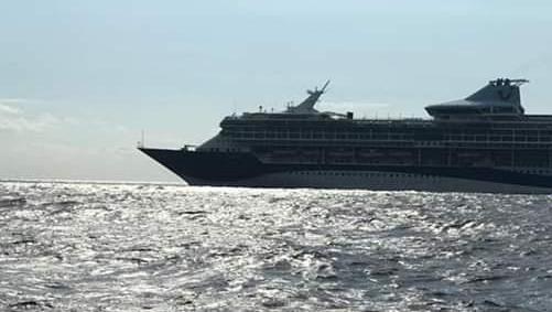 Crucero fue retirado de costas de Pedernales; mientras pueblos del Sur cierran entradas