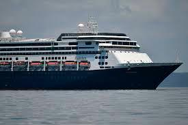 Presidente de cruceros en el Caribe advierte que más personas pueden morir si no consiguen atracar