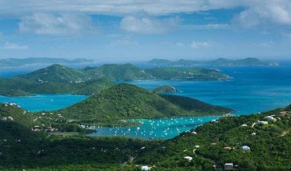 Amarrado en un frágil paraíso, en El Caribe