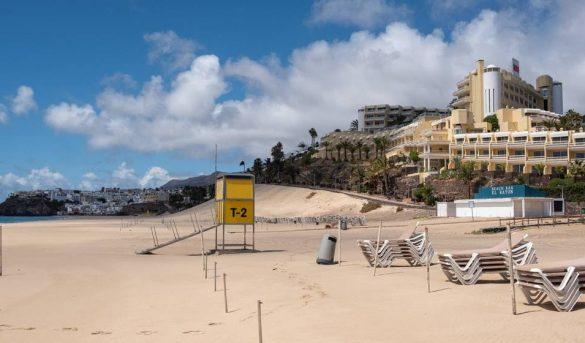 España negocia con los gigantes del turismo para salvar el verano
