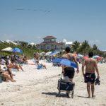 Las playas llenas y el COVID-19 en aumento en la reapertura de Florida