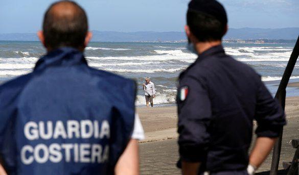 Italia se prepara para el verano: toma de temperatura en las playas y diez metros entre sombrillas