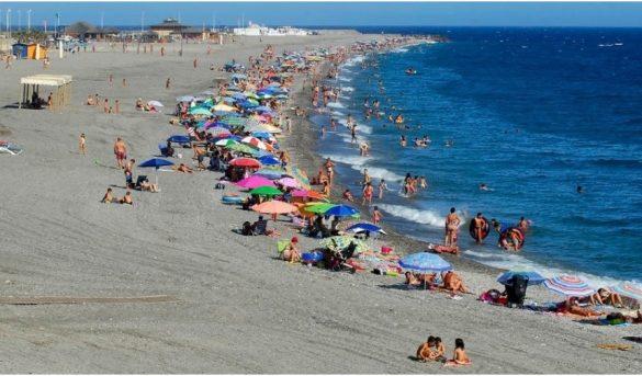 Varios gobiernos europeos prometen bono de 500 dólares por familia para sus vacaciones azules