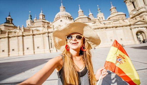 España permite la entrada de turistas europeos con estrictos controles en los aeropuertos