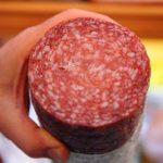 La oscura historia detrás del salami que acompaña el desayuno tradicional de República Dominicana