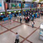 Vuelos llegan a RD con muchos dominicanos varados y pocos turistas