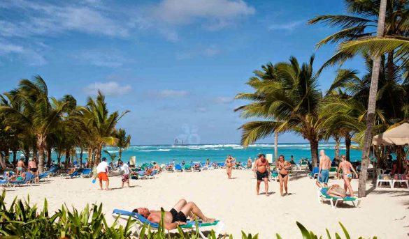 Edad de los visitantes, clave para la recuperación del turismo en RD