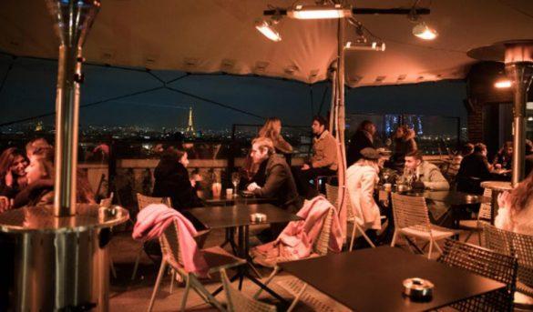 En Francia, se activa el turismo, se esta imponiendo el Café con guantes y bufanda