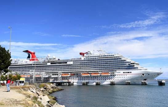 Carnival venderá 13 cruceros tras pérdidas económicas por el COVID-19