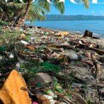 """Hoteleros de Samaná acusan a revista """"Vogue"""" de querer dañar al país con foto de playa con basura"""