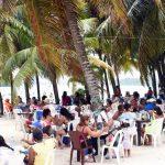 Irrespetan distanciamiento social en playa de Boca Chica