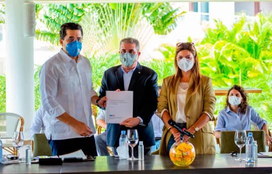 Collado anunció alianza público-privada para regenerar playas de La Romana