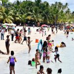 La gente sigue saliendo del encierro y se vuelca a las playas y hoteles