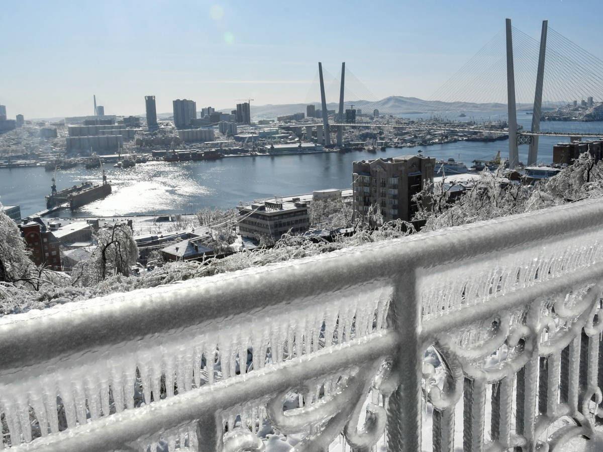 Un fenómeno poca veces visto,  la -Lluvia engelante -, el extraño fenómeno que ha congelado una ciudad entera en Rusia