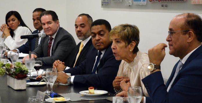 Autoridades relanzan a Luperón para explotar turismo náutico y cultural