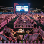 Cine al aire libre con distanciamiento social en Hong Kong