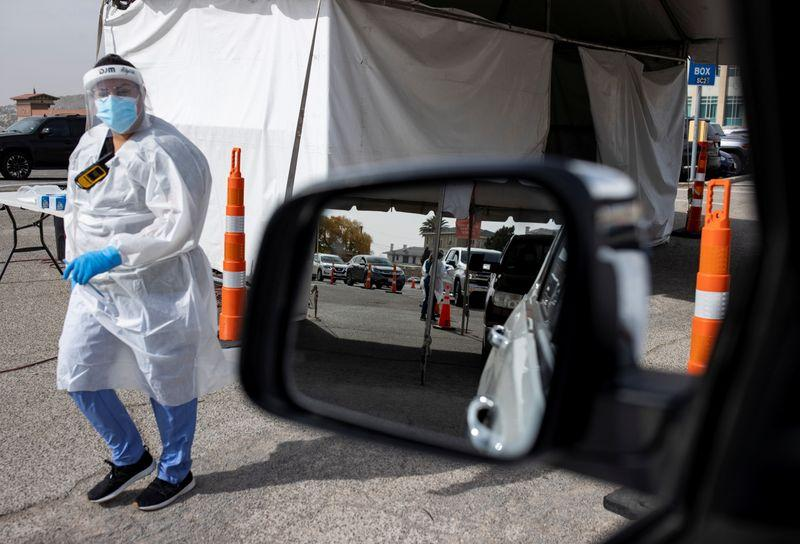 Los estadounidenses desafían a la pandemia viajando en el Día de Acción de Gracias