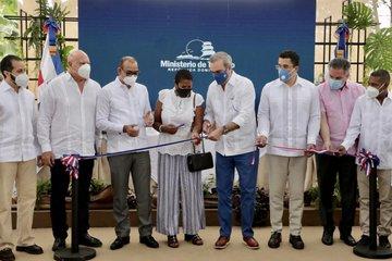 Presidente Abinader inaugura reconstrucción carretera El Limón-Playa Morón-Punta Lanza en Samaná