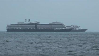 """Crece la flota de cruceros """"fantasma"""" que aguarda en aguas del Reino Unido a que termine la pandemia de coronavirus"""