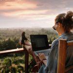 """""""Workation"""": la nueva tendencia que mezcla el trabajo con el placer de viajar"""