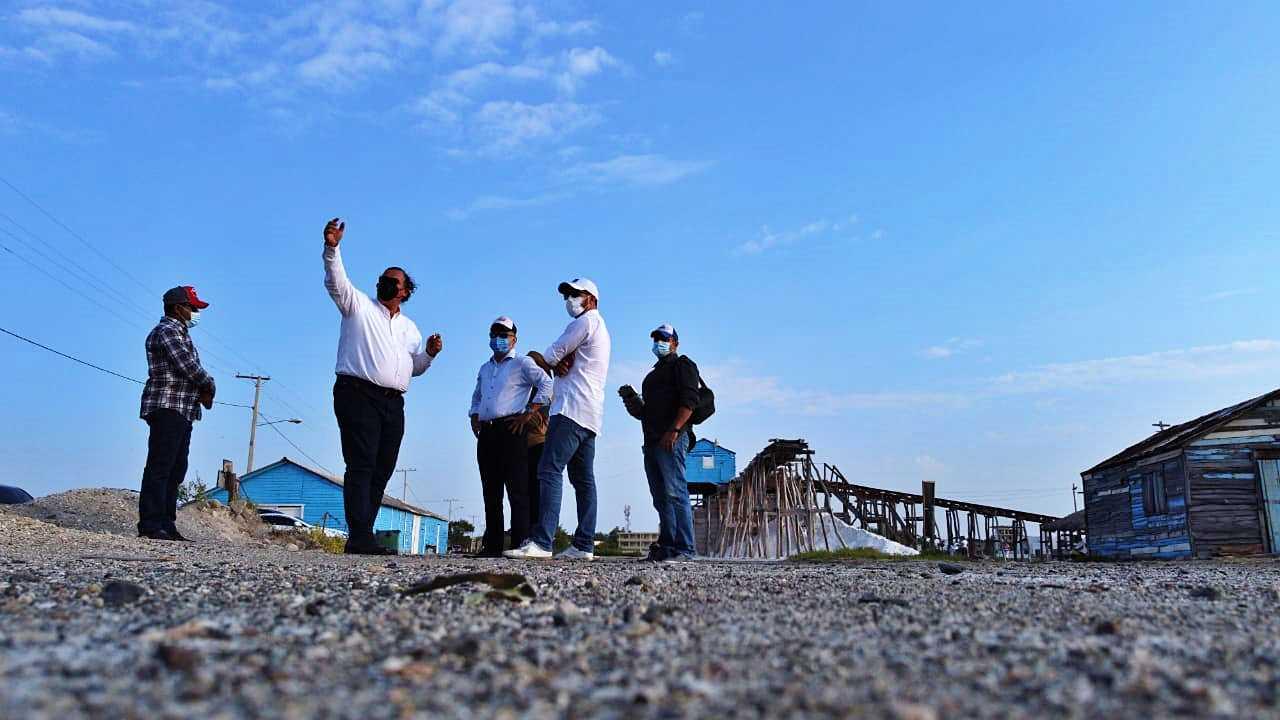 Alcalde de Baní busca desarrollar playa de Salinas junto al clúster turístico