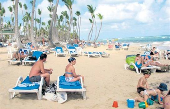 Gobierno evalúa si extiende el seguro internacional gratuito a los turistas