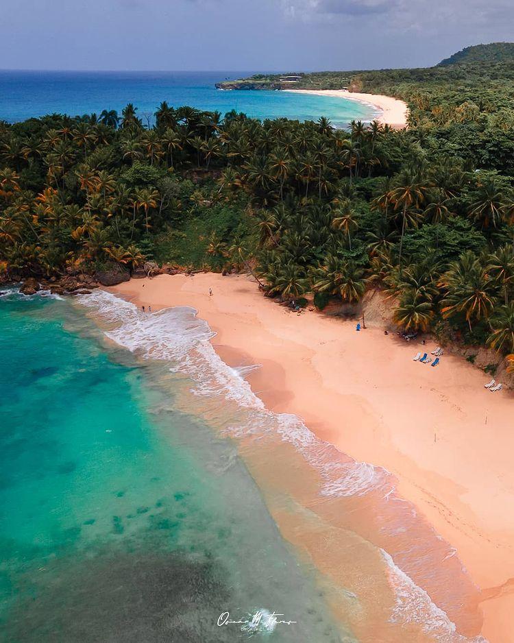Dos bellísimas playas de RD en una sola foto