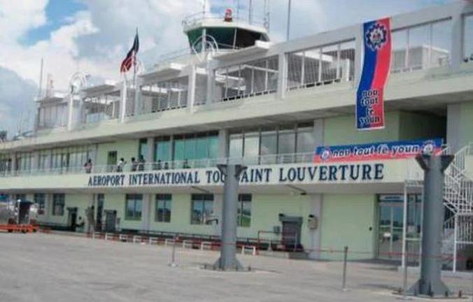 Aerolíneas plantean a autoridades ordenar la reanudación de vuelos